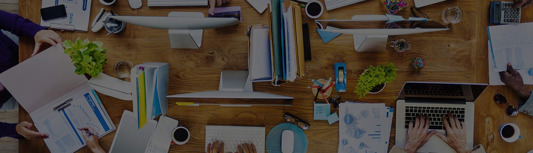 marketers-working-at-a-desk